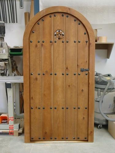 Puerta capilla muebles de encargo for Muebles iglesia