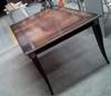 Mesa fabricada en madera de Mansonia con patinas negras y blanco roto